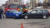 Wypadek na skrzyżowaniu Kilińskiego z Dąbrowskiego. Czołowe zderzenie dwóch aut! [ZDJĘCIA, FILM]
