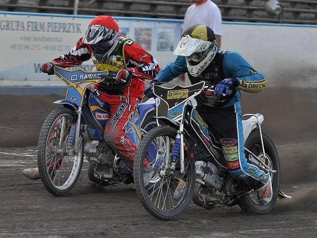 Rafał Fleger (z prawej) był jednym z trzech zawodników naszego zespołu, który wczoraj nie zawiódł. Z lewej Rosjanin z rawickiej drużyny - Wiktor Gołubowskij.