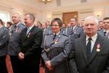 Prezydent i minister odznaczyli podlaskich policjantów za długoletnią służbę (zdjęcia)