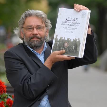 - Atlas tworzyło wielu autorów, wśród których miałem zaszczyt się znaleźć. Szkoda, że z uwagi na dosłowną wagę przedsięwzięcia - książka waży cztery kilogramy - zawodzi jej dystrybucja - opowiada lubuski naukowiec Bogdan Biegalski.