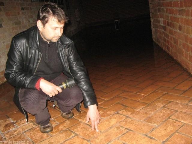 - Woda wdarła się do dwóch wyremontowanych wcześniej pomieszczeń, w których odbywały się między innymi wystawy - mówi szef Muzeum Twierdzy Sławomir Górka