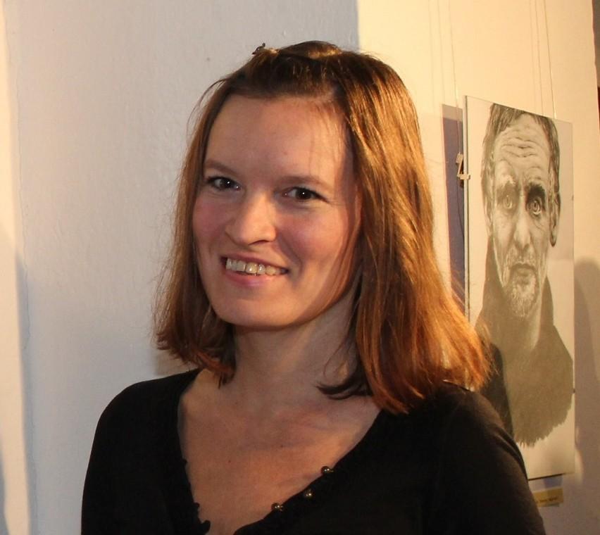 """Anna Olszewska """"Mezzania"""" z Lipna jedną z liderek plebiscytu """"Osobowość Roku"""". To ona wykonała dla gminy Skępe witacze, które stoją przy krajowej dziesiątce."""