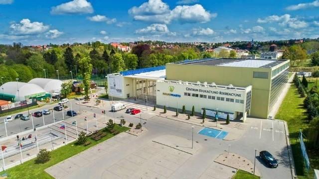 """W punkcie szczepień masowych w """"Solnym Mieście"""" w Wieliczce będzie możliwość wykonywania dziennie 500-800 szczepień. Punkt, który ulokowano w hali widowiskowo-sportowej ma być gotowy już na 20 kwietnia 2021"""