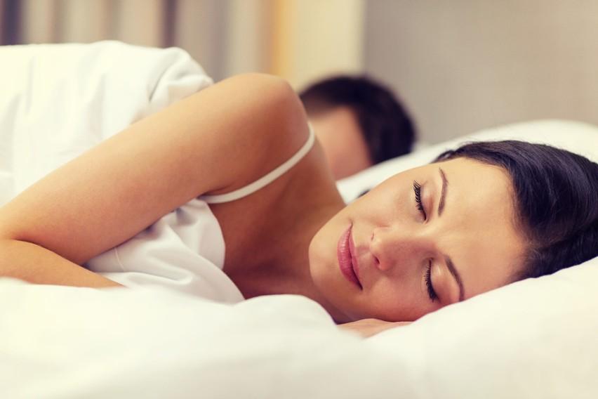 Spokojny i głęboki sen to lek na zmęczenie, dlatego wyspani...