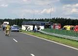 Wypadek autokaru z dziećmi na autostradzie A1 koło Kutna. Mali harcerze wracali z obozu