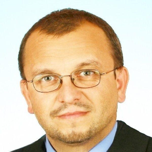 Adam Roszak: - Jestem emocjonalnie związany  z jeziorem Gopło i dziwię się, że burmistrz  Kruszwicy dopiero po sygnałach medialnych  podjął działania