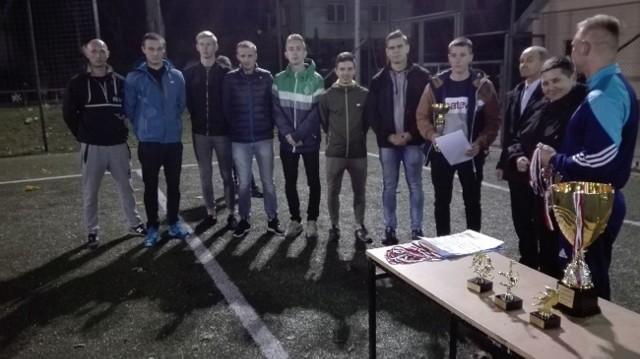 Uczestnicy szóstej edycji Ligi na Orliku, która rozgrywana była w Cieszkowach o puchar wójt gminy Czarnocin.