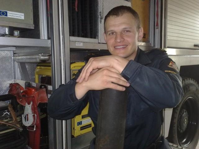 - Podobnym korkiem zatkałem rurę, którą woda z Warty wybijała na Zawarciu. Tylko większym. Mam nadzieje, że go odzyskamy - mówił nam wczoraj kapitan Marek Kopera.