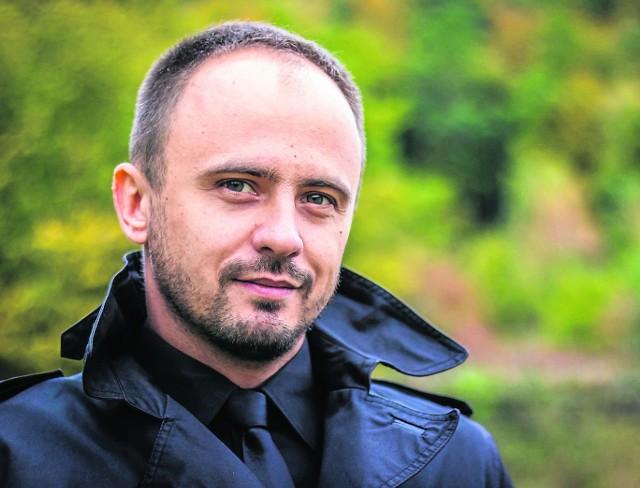 Sebastian Szymański: muzyka od dziecka grała mi w duszy. Tata zaszczepił we mnie miłość do muzyki, a mama nauczyła mnie tańczyć