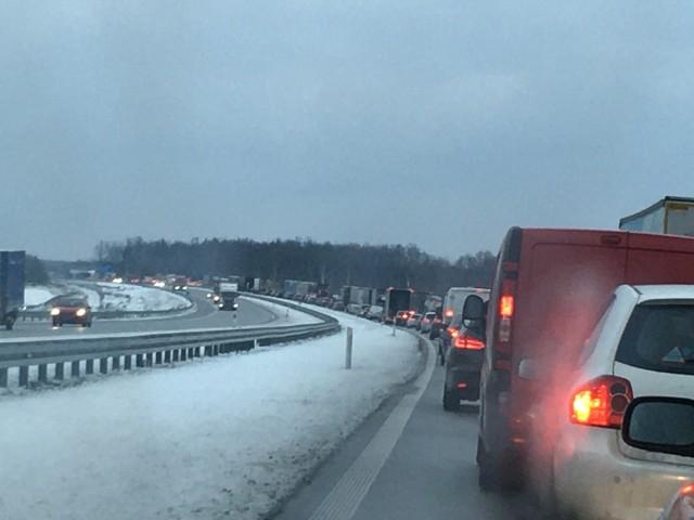 Na autostradzie A1 przy węźle Łódź Północ doszło do wypadku. Doszło do przewrócenia samochodu ciężarowego. Dodatkowo na zamkniętym wiadukcie rozpoczynają się próby obciążeniowe. W czasie prób cały ruch od strony Gdańska, w kierunku Łodzi będzie odbywał się objazdem.CZYTAJ WIĘCEJ >>>>