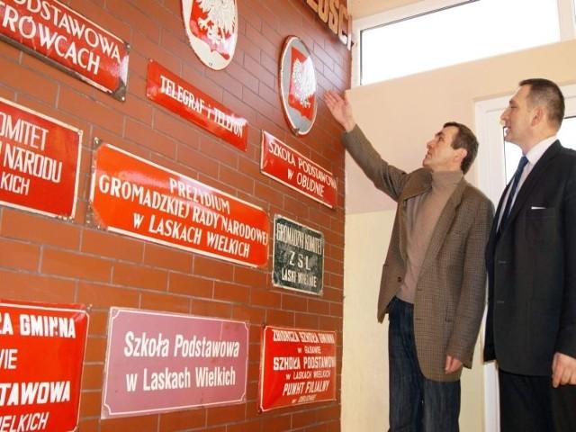 Kaziemierz Wierski i Paweł Brzykcy z dumą prezentują zbiory