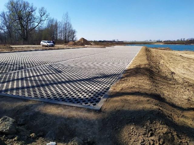 Budowa nadrabskiego centrum wypoczynku rozpoczęła się w lutym br. Prace potrwają dziesięć miesięcy. Inwestycja pochłonie 4,1 mln zł