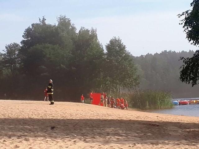Z relacji świadków wynikało, że 52-latek wszedł do wody i zanurkował, ale już nie wypłynął.