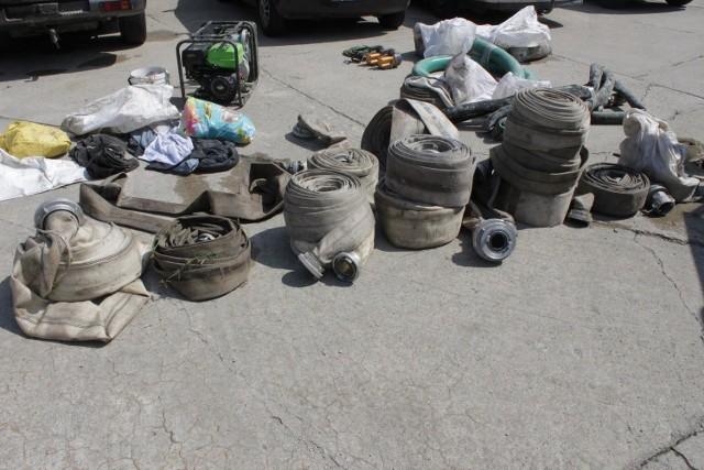 Do wydobywania bursztynu sprawcy wykorzystali pompy i węże strażackie.