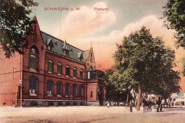 Skwierzyńska poczta na archiwalnej pocztówce z początku XX wieku.