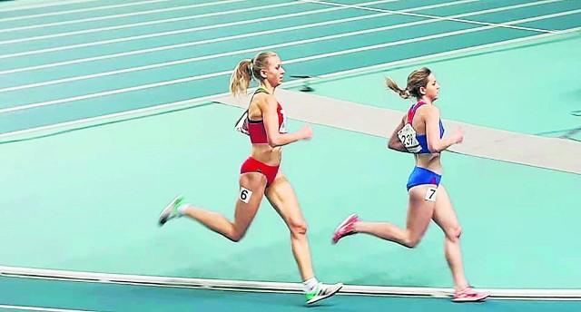 Beata Topka ( pierwsza z prawej) udowodniła, że należy do utalentowanych biegaczek w Polsce