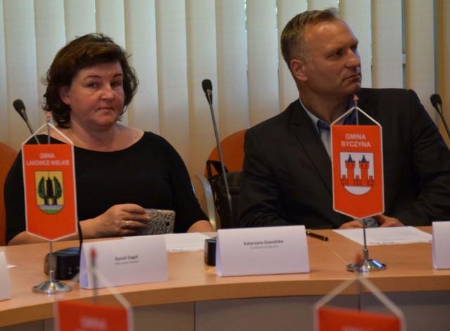 Katarzyna Zawadzka (PO) i Robert Świerczek (wspierany przez PiS) rządzą Byczyną od 2014 r. Co ciekawe, w wyborach byli rywalami. Wygrał Świerczek, a Zawadzka dostała najmniej głosów spośród kandydatów na burmistrza.
