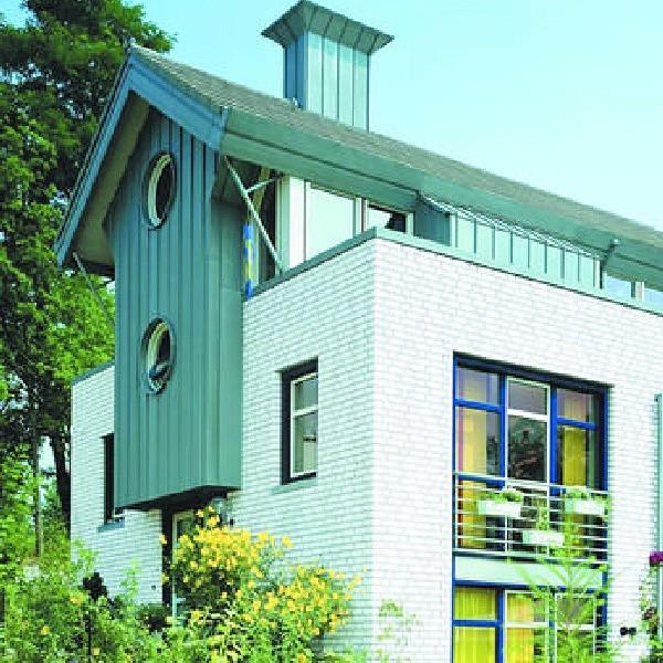 Nowe domy na wsi często uatrakcyjniają jej architektoniczny krajobraz