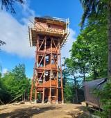 """Na Modyni tzw. """"Górze Zakochanych"""" powstała wieża widokowa dzięki współpracy trzech gmin. Będzie gotowa końcem czerwca [ZDJĘCIA]"""