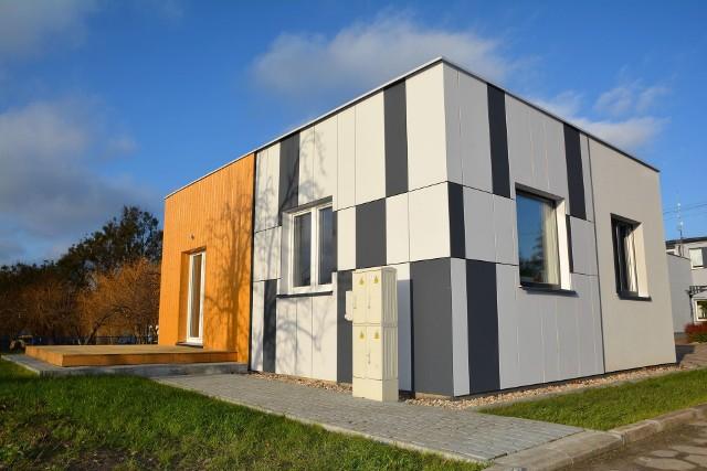 Najmniejszy dom niskoenergetyczny w Polsce powstał na Pomorzu. Ma 50 metrów kw. powierzchni. Dom pokazowy MULTICOMFORT Saint-Gobain