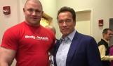 Mateusz Kieliszkowski, strongman z Chlebowa ponownie dźwigał wielkie głazy pod okiem Arnolda Schwarzeneggera