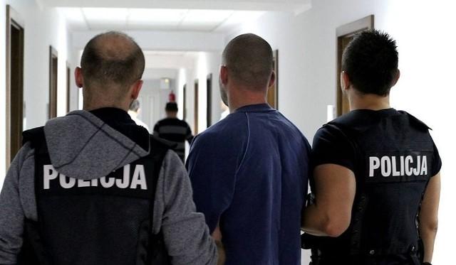 Podejrzani o zabójstwo zostali zatrzymani w sobotę. Byli pod wpływem alkoholu i narkotyków.