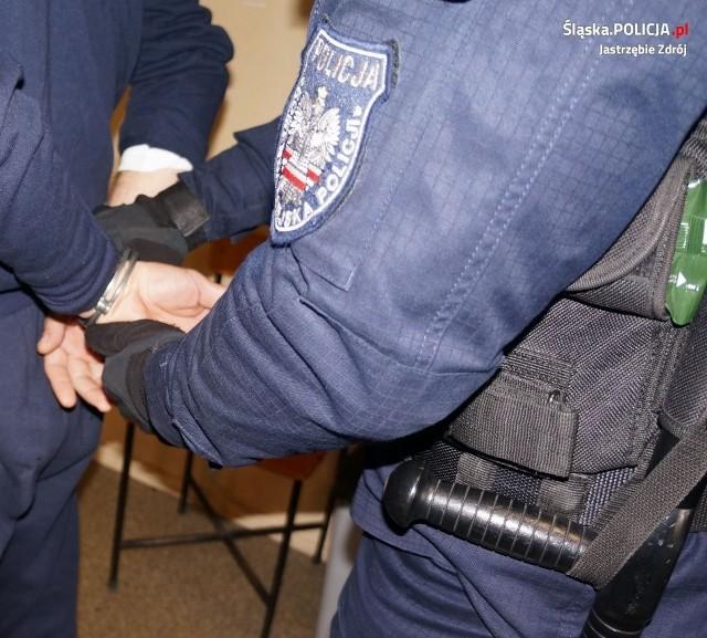 Mężczyzna, który od lat prześladował rodzinę został zatrzymany przez policję.