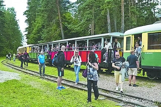 W sierpniu odbędą się jeszcze dwa przejazdy zabytkową koleją – 25 i 29, o godz. 10. Bilety w cenie 20 zł ( normalny) i 10 zł (ulgowy) można kupić w kasie EKW przed odjazdem.