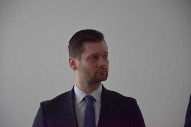 Kamil Bortniczuk (37 lat) - wieloletni samorządowiec. Do Sejmu dostał się pierwszy raz w trakcie poprzedniej kadencji