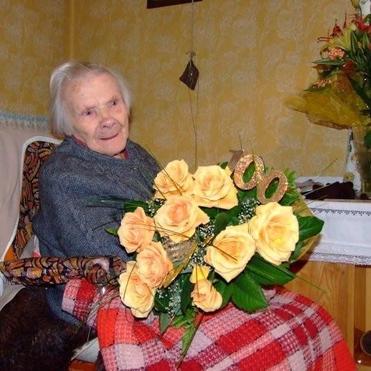 Gertruda Jop na setne urodziny dostała mnóstwo kwiatów.