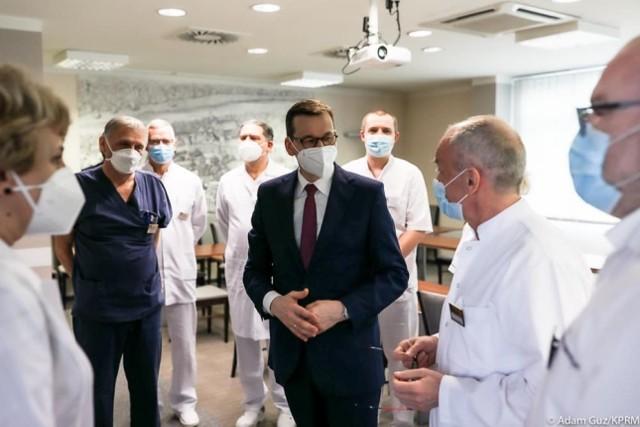 Premier Mateusz Morawiecki zapowiedział we Wrocławiu przyspieszenie akcji szczepień