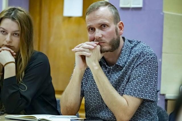 Czwartkowa sesja Rady Osiedla Naramowice miała burzliwy charakter. Wszystko za sprawą oskarżenia, które padło pod adresem radnego osiedlowego i miejskiego Pawła Sowy.Przejdź do kolejnego zdjęcia --->