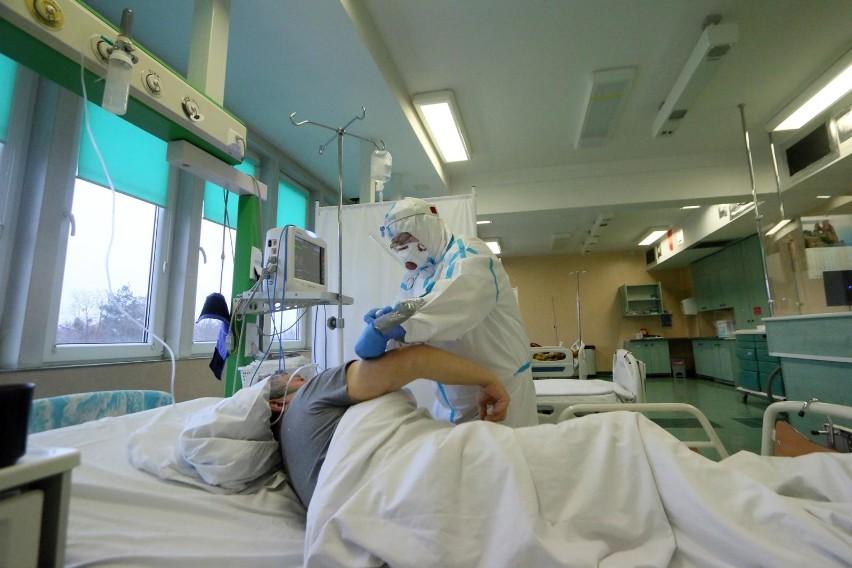 Pacjent po Covid-19 wciąż choruje. Z jakimi dolegliwościami...