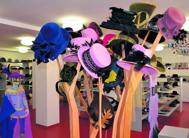 Nowy Jiczin. Muzeum kapeluszy. Tutaj można je przymierzać