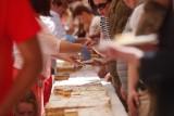 Konkurs jedzenia kremówek w Wadowicach obrazi uczucia religijne? [12.08]