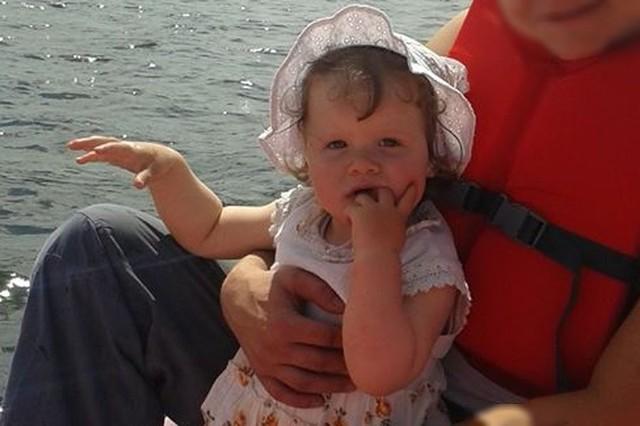 Zaginęła 2-latka w Rybniku i jej matka. Policjanci z Rybnika poszukują 2-letniej Wiktorii Namysł. Dziecko jest prawdopodobnie pod opieką matki, Patrycji Wiciok