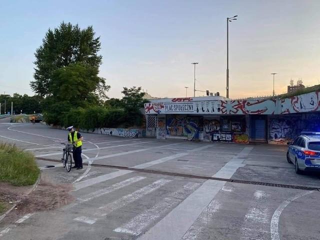 Rowerzystka 10 lipca zjeżdżała około godziny 20, od strony mostu Grunwaldzkiego, do przejścia podziemnego pod placem Społecznym