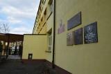 """Alarm bombowy w liceum w Sępólnie Krajeńskim. Służby ewakuowały 70 osób. """"Mail o ładunku wybuchowym otrzymało 600 szkół w kraju"""""""