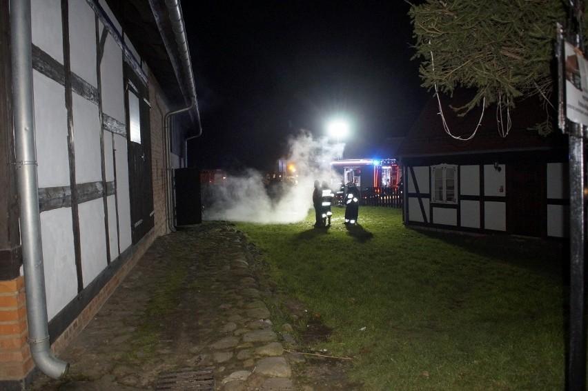 W czwartek (21 listopada) doszło do pożaru w jednym z budynków muzeum w Swołowie. W jednym z budynków Muzeum Kultury Ludowej Pomorza pękł piec centralnego ogrzewania, z którego wypadający gorący wkład zapalił pomieszczenie.Na miejsce po kilku minutach przyjechali ochotnicy ze Swołowa oraz PSP ze Słupska. Na szczęście pożar został szybko ugaszony i muzeum nie poniosło większych strat.