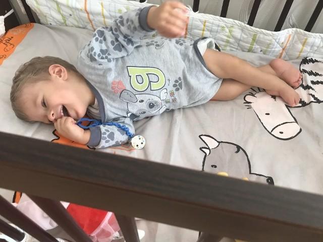 Jacuś potrzebuje około 115 tysięcy na operacje, po której będzie mógł po domu chodzić.