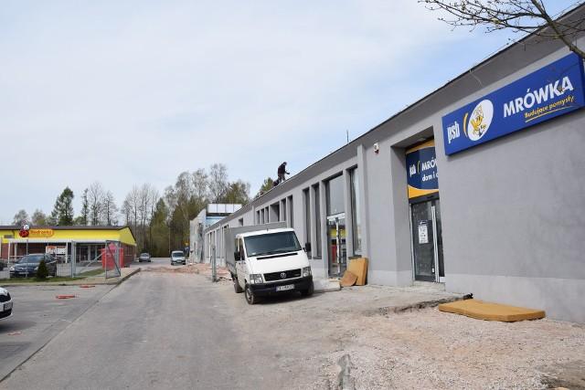 Część byłej fabryki wózków widłowych kilkanaście lat temu zmieniła się w market Biedronka. Teraz duża hala stanie się galerią handlową, największym sklepem będzie Mrówka.