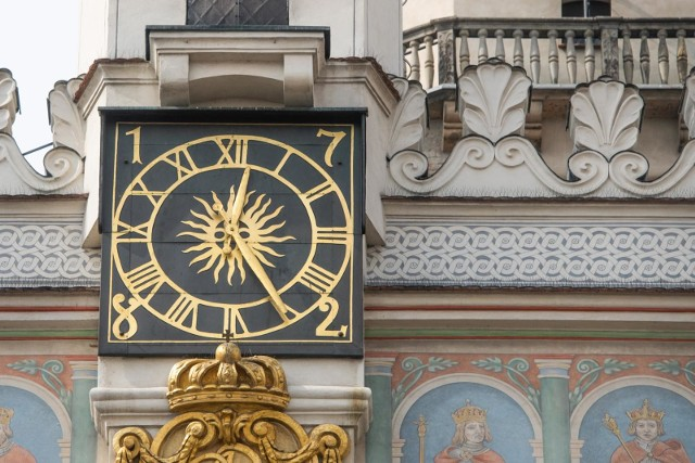 W Polsce przeprowadzono konsultacje na temat zmiany czasu. Wynika z nich, że ponad 78 procent dorosłych Polaków jest za tym, by nie przestawiać zegarków. Większość opowiada się za pozostaniem przy czasie środkowoeuropejskim letnim