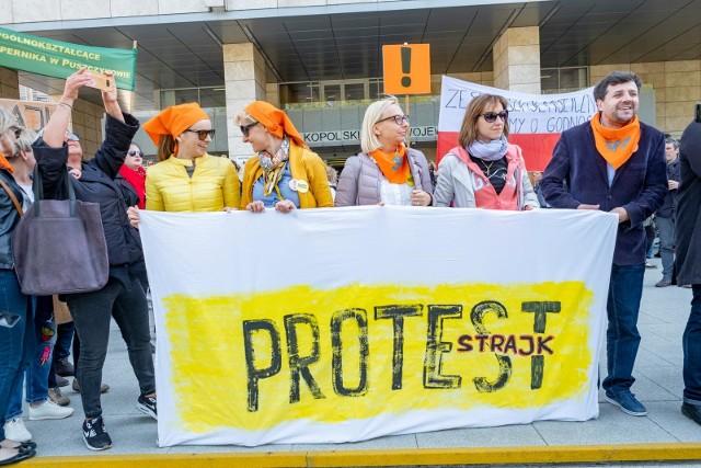 Uchwałę o proteście włoskim Związek Nauczycielstwa Polskiego przyjmie we wtorek, 22 października. Nauczyciele prawdopodobnie tego dnia rozpoczną bezterminową akcję protestacyjną.
