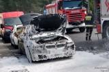 Nowa Sól. Zwarcie instalacji elektrycznej w BMW. Gdyby nie strażacy, auto strawiłby ogień