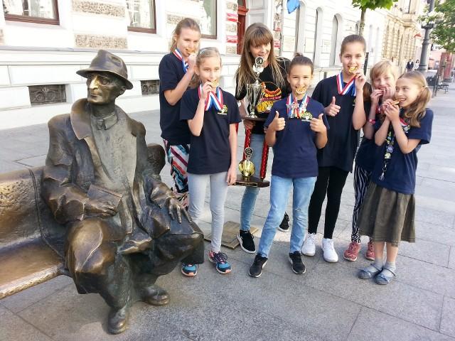Sześć dziewczynek z czwartej klasy Szkoły Podstawowej nr 199 w Łodzi zwyciężyło w Finale Światowym Odysei Umysłu w Stanach Zjednoczonych.