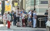 Tłum przed NBP w Bydgoszczy. Duża kolejka po banknot kolekcjonerski z Bitwą Warszawską 1920 [zdjęcia]