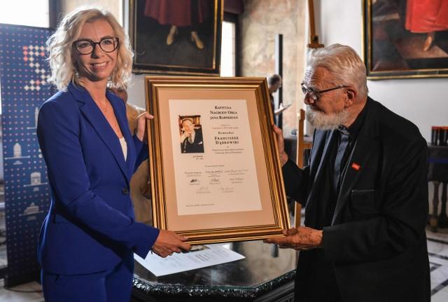 30.08.2019  Ceremonia przyznania Nagrody Orła Jana Karskiego w gdańskim ratuszu. Nagrodę pośmiertnie otrzymał Franciszek Dąbrowski, obrońca Westerplatte. Nagrodę odebrała wnuczka.