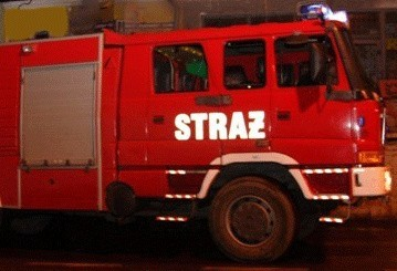 Pożar nie opanował całego budynku, gdyż jeden z mieszkańców w porę obudził się i wezwał straż pożarną.