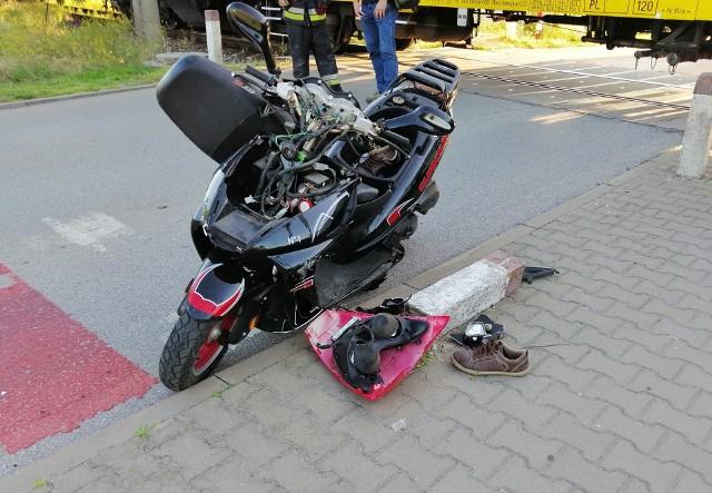 Leszczydół-Nowiny. Wypadek na przejeździe kolejowym. Spowodował go nietrzeźwy kierowca skutera.