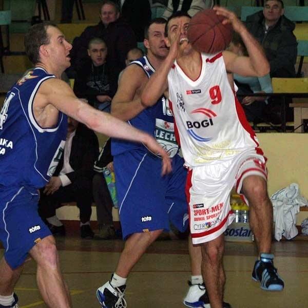 Łukasz Pacocha wychodził ze skóry, ale też rzadko znajdował sposób na drużynę z Poznania.